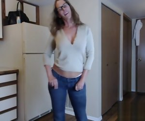 4:00 , Mature Camgirl Jess Ryan Teasing In Blue Jeans