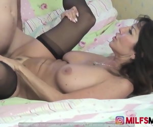6:15 , MY MOM WITH BIG TITS AND Constant ASS WANTS TO FUCK ME