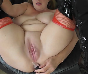 12:53 , Married housewife gets an anal creampie