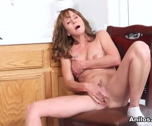 7:59 , Cyndi Sinclair in Cumming Close to The Kitchen - Anilos