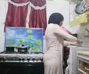 32:00 , routine hijab arabic muslim in kitchen