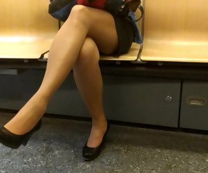 4:20 , metrobabe stale legs on phone
