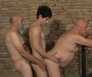 31:35 , Gay Threesome - 2 Older Man plus 1 Cadger