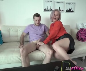 15:31 , Kinky mommy is sucking dick like a real pro, because it feels ergo fucking good