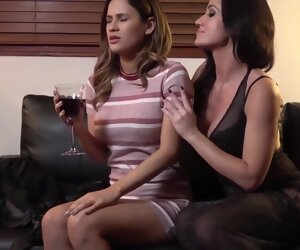 32:35 , Angela Sommers and Vanessa Veracruz SEDUCED BY A VAMPIRE